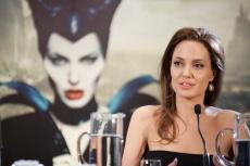 """ANGELINA JOLIE ET ELLE FANNING A LA CONF?RENCE DE PRESSE DU FILM """"MAL?FIQUE ? PARIS, FRANCE"""